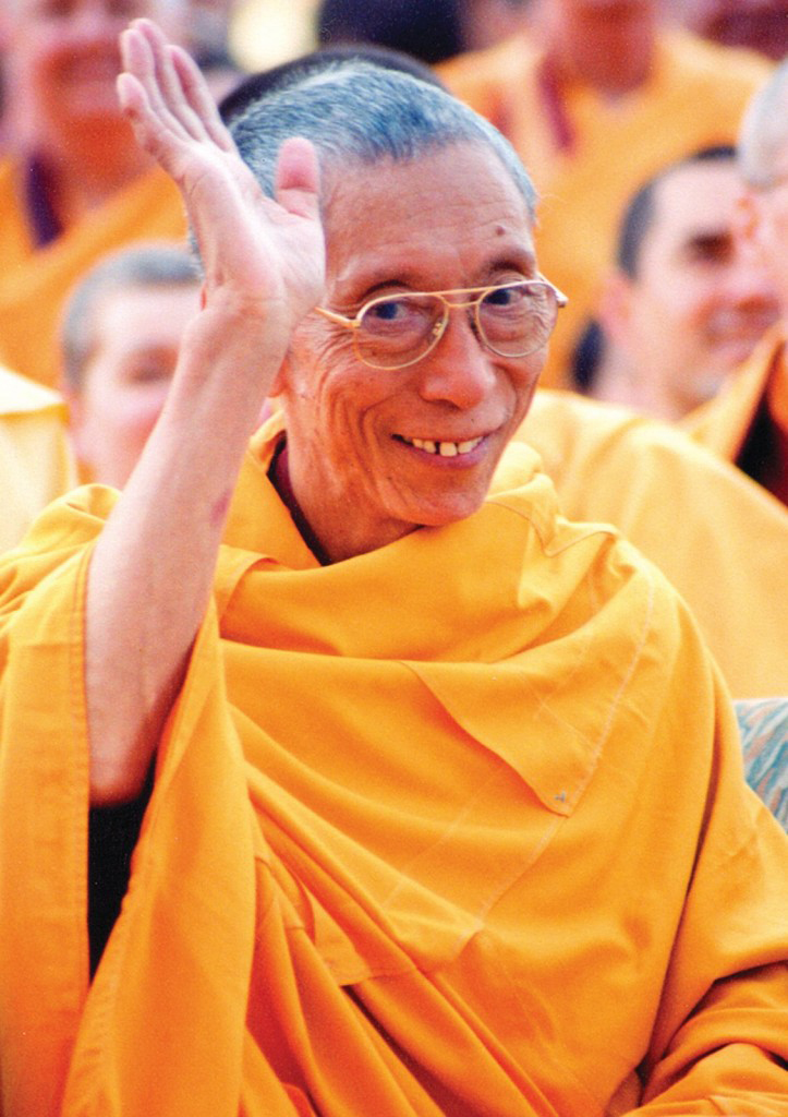 Geshe-la-Waving-Crowd-Shot-723x1024
